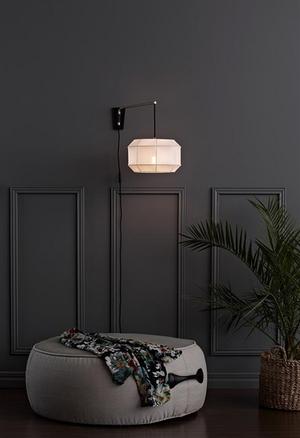Vägglampa med vit skärm från Markslöjd