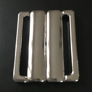 BIKINISPÄNNE - silver metallic/ fäste 3 cm