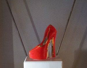 Make Up Shoe Red - Kosta Boda