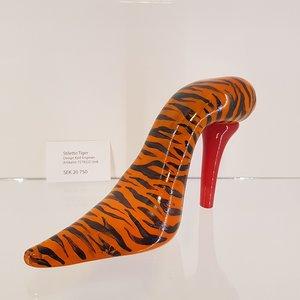 Stiletto Tiger Sko Orange - Kosta Boda Unikat