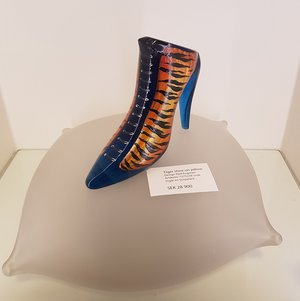 Tiger Shoe on pillow - Kosta Boda Unique