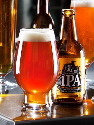 Beer IPA (India Pale Ale) 4-pack Beer glass