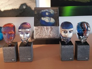 Brains on Base Freja Blue Silver  Head - Kosta Boda