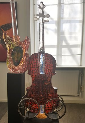 Violin Red with Head  - Kosta Boda