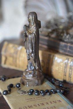 Madonna 15 cm kullanvärinen