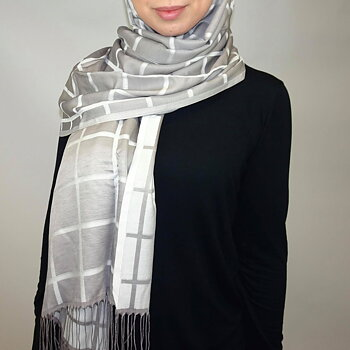 Pashmina hijab with lines
