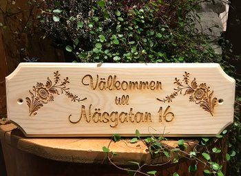 Door sign in pine