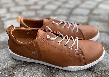Sneakers från   Charlotte of Sweden,  cognac