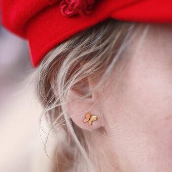 Örhänge liten fjäril, guld
