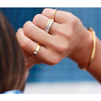 """Slät ring """"älskad"""" med solitär sten, guld - 4mm bred"""