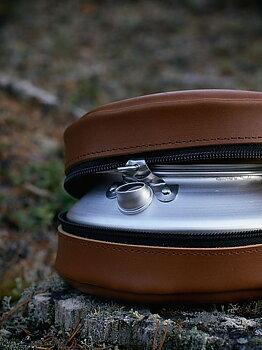 Kaffepanna med läderfodral [Lemmelkaffe]