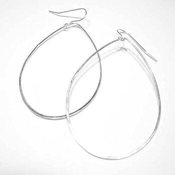 Tunna hamrade silverörhängen