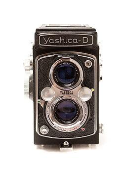 Mellanformatskamera Yashica D. Nyservad slutare. Toppskick.