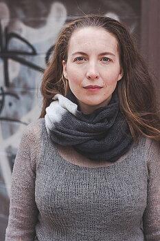 Handfärgad sjal med rå kanter