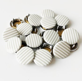 Snap-on button Grey striped