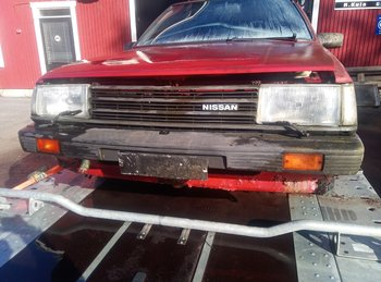 Nissan Sunny - Spare part car (parts for sale)