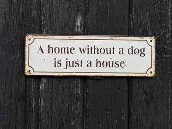 Skylt A HOME WITHOUT A DOG IS JUST A HOUSE