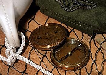 Gusum Messing Kompass med Kalender för 40 år framåt