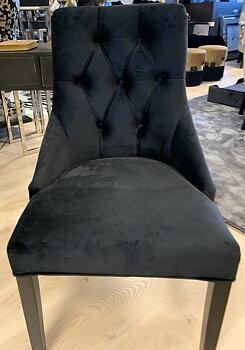 Matstol i svart sammet med ring