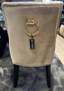Matstol i taupe sammet med ring