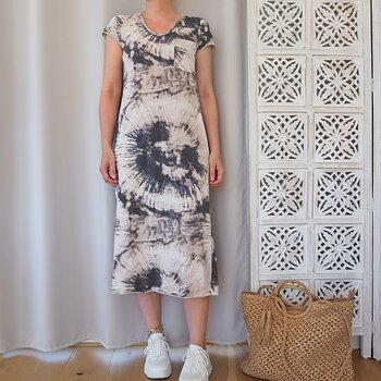 T-shirt-klänning Sara Batik One Size BEIGE/GRÅ - Stajl Agenturer