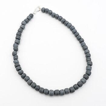 Halsband pärlor återvunnet glas grå