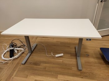 Elektrisch in hoogte verstelbaar bureau, Swedstyle - 140 x 80 cm