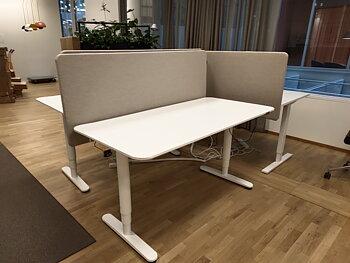 Höj sänkbart skrivbord, IKEA Bekant med skärmvägg - 160 x 80 cm