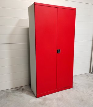 Storage cabinet for binders