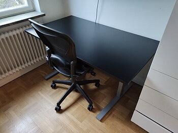 Fasta skrivbord med svart bordsskiva - 140 x 80 cm