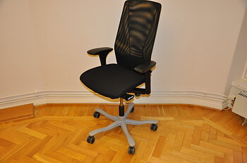 Ergonomic office chair, Kinnarps 5000 with mesh back