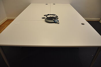 Fixed desk from Kinnarps, Power socket & collector - 3 workplaces