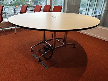 Runt konferensbord med el-uttag - 180 cm