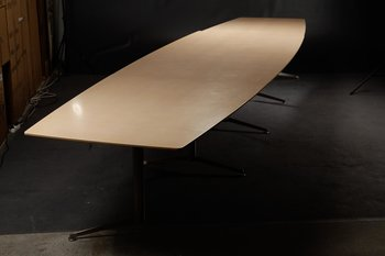 Bootvormige vergadertafel, Paustian Spinal Table - 520 cm