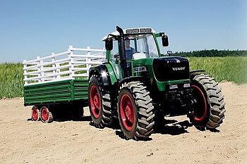 Carson Fendt 1:14 Traktori 2,4Ghz Levikepyörä + trailer