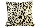 Leopardmönstrad koskinnskudde