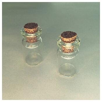 Liten glasflaska med kork, 23mm x 12mm