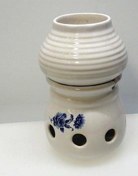 Doftkrus vit med blå blommor