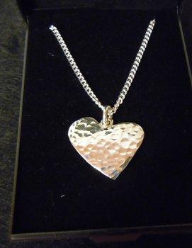 Silver hjärta med halskedja