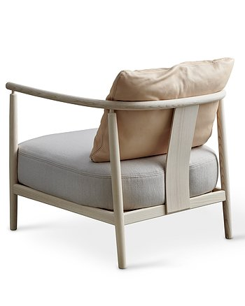 Fåtölj, HUMBLE, Pierre Sindre, Trä Vitoljad / Textil Sand  / Läder Natur