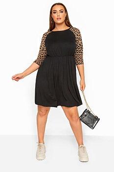Klänning med leopardfärgade ärmar, svart