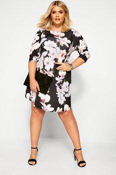 Swingklänning med trekvartsärm, blommig på svart botten