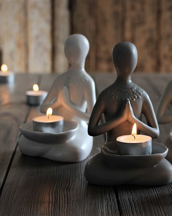 Yogagirl for tealight Vit Maja Cottage