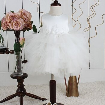 Ivory Princess dress in fluffy tulle with application in the waist