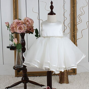 Ivory Princess dress with organza skirt in and a pearlbelt