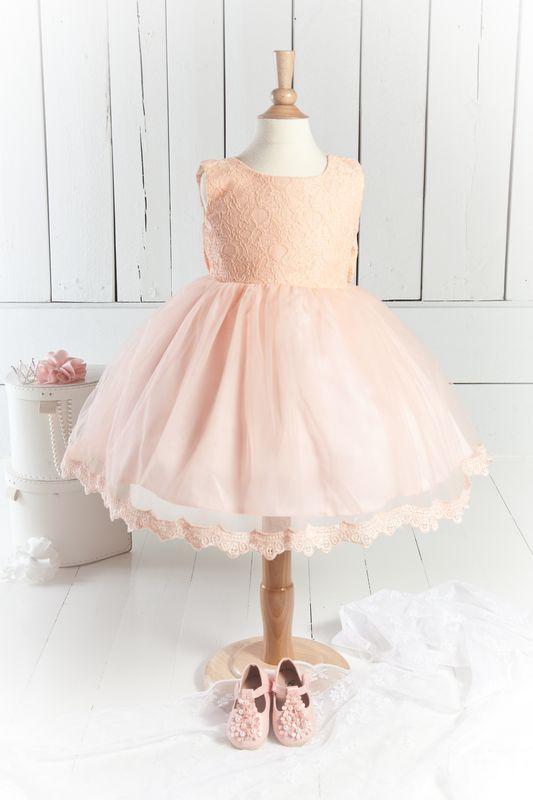 Rosa tyllklänning med spetsliv för barn Brudnäbb prinsessklanningar.se