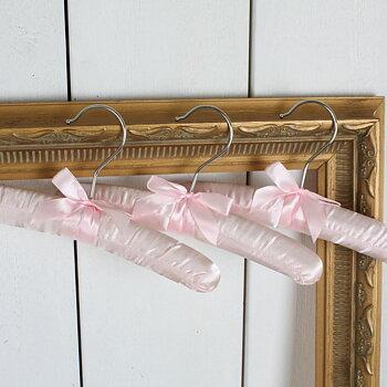 Vadderad galge i rosa satin med rosett 3pack