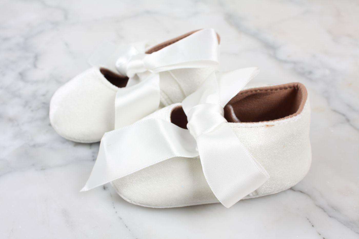 Strumpor med spetsvolang ivory baby och barn kort