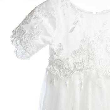 Dopklänning med blomsterspets
