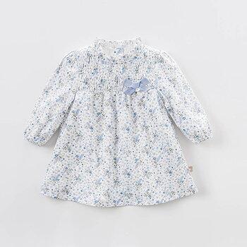 Långärmad klänning med blå blommor